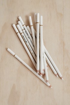 Hvid kul blyant, medium, 3